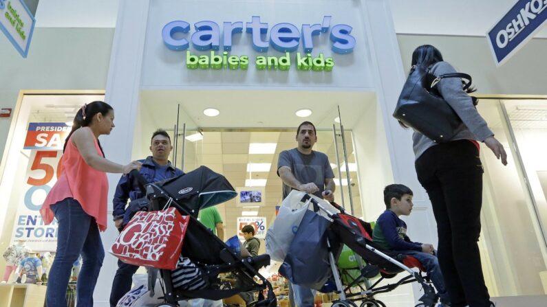 미국 플로리다 마이애미의 한 쇼핑몰에서 쇼핑하는 미국인들 | AP/연합