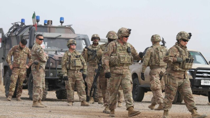 아프간군 훈련에 참여한 미군   EPA/연합