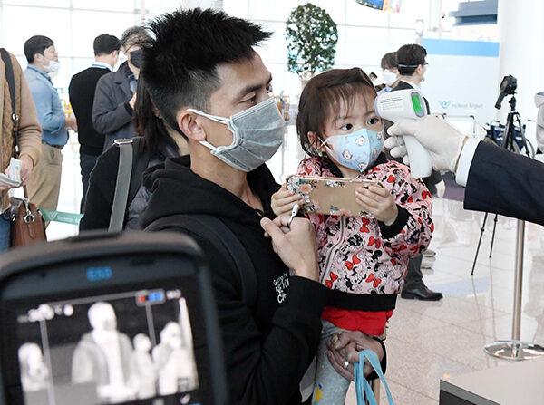 기사와 직접 관련 없는 자료 사진. 미국행 항공기 탑승 전 승객 발열검사 | 연합뉴스