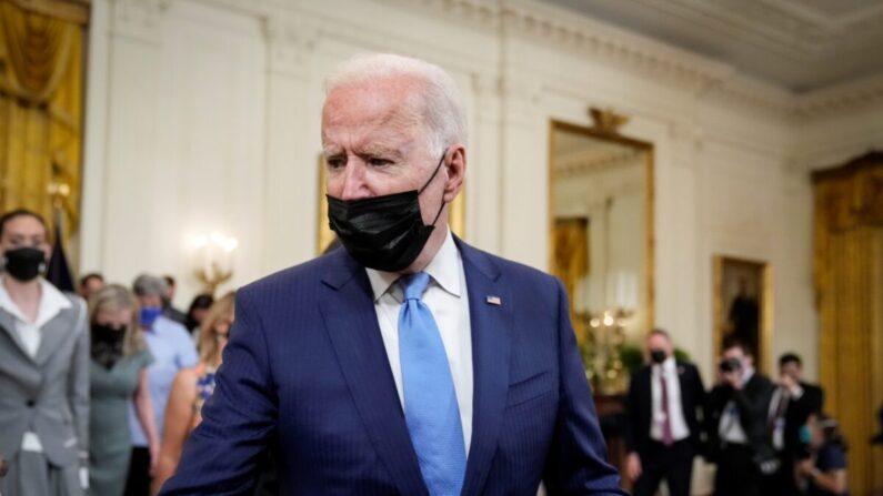 조 바이든 미국 대통령이 백악관 이스트룸을 떠나고 있다. 2021.8.23   Drew Angerer/Getty Images/연합