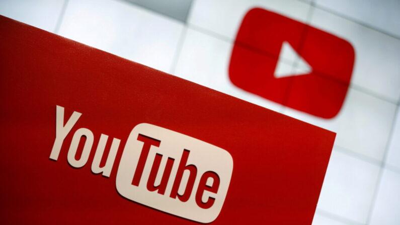 유튜브 로고가 디지털 스크린에 표시되고 있다.   REUTERS/Lucy Nicholson/연합