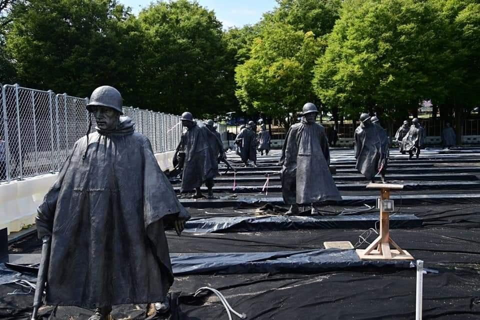 여야 대표, 미국행 첫날 '한국전 참전용사 기념비' 헌화