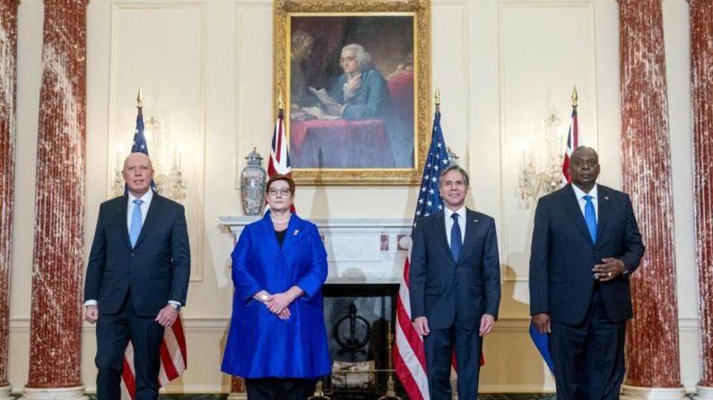 피터 더튼 호주 국방장관, 머리스 페인 호주 외무장관, 토니 블링컨 미 국무장관, 로이드 오스틴 미 국방장관(왼쪽부터)이 지난 16일(현지 시각) 미국-호주 2+2 회담 후 기자회견을 열고 있다.   AP Photo/Andrew Harnik, Pool/연합