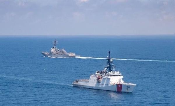 미 구축함 대만해협 통과…중국군, 대만 서남부 해역 실전훈련