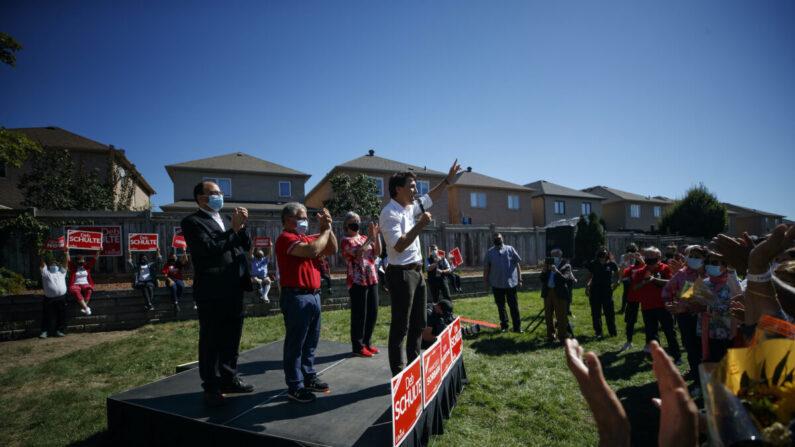 쥐스탱 트뤼도 캐나다 총리가 19일(현지 시각) 온타리오 메이플에서 유세하고 있다.   Cole Burston/Getty Images