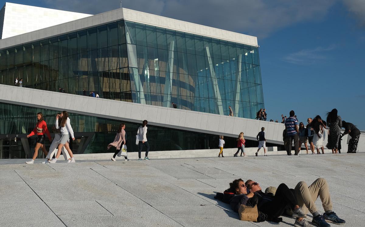 """노르웨이도 코로나19 규제 해제…보건당국자 """"독감과 비슷"""""""