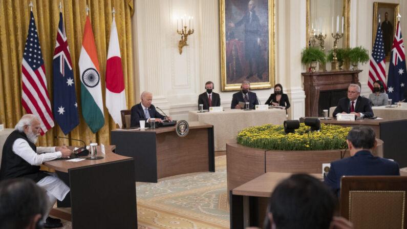 4자 안보협의체 쿼드(Quad) 회원 4개국 정상들이 24일(현지 시각) 미국 백악관에서 대면 회담을 진행하고 있다.   Pool/Getty Images