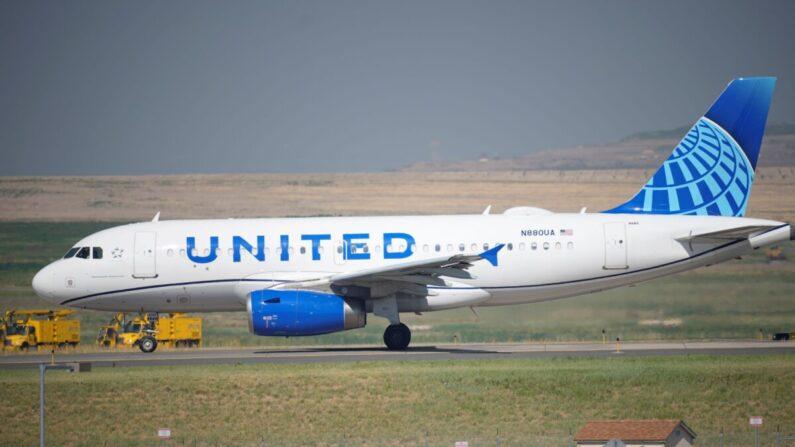 미국 콜로라도주 덴버 공항에서 유나이티드 항공사 소속 여객기가 이륙을 위해 활주로를 이동하고 있다. | David Zalubowski/AP Photo