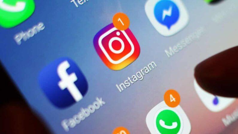 페이스북과 인스타그램의 로고가 스마트폰 화면에 표시되고 있다.   Yui Mok/PA/연합