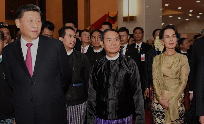 시진핑 중국 국가주석(왼쪽), 윈 민 미얀마 대통령이 2020년 1월 17일 중국과 미얀마의 수교 70주년 기념행사에 참석하고 있는 모습 | AFP/연합뉴스