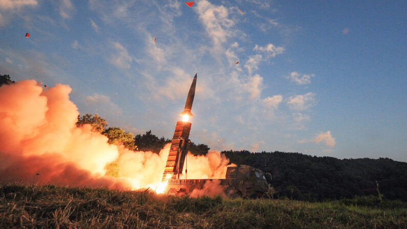 북한 미사일 발사. 자료 사진 | 국방부 제공 via Getty Images