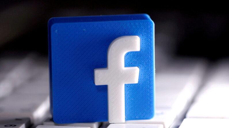 입체 조형물로 만들어진 페이스북 로고가 키보드 위에 놓여 있다. | REUTERS/Dado Ruvic/연합