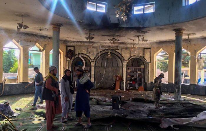 지난 8일 자살폭탄테러가 발생한 아프간 모스크 | AP/연합