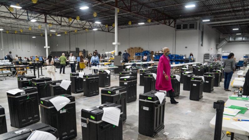 2020 대선 재검표가 진행 중인 조지아주 로렌스빌의 한 개표소| Megan Varner/Getty Images