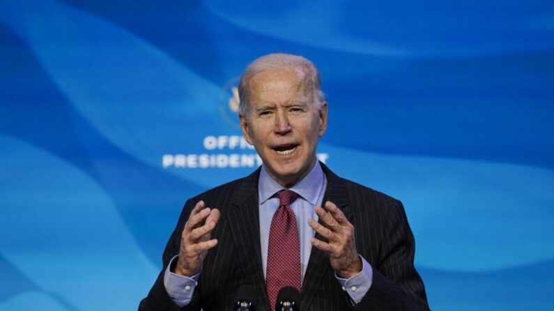 조 바이든 대통령 당선자가 2021년 1월 8일(현지시각) 자택이 위치한 미국 델라웨어주 윌밍턴의 퀸 극장에서 열린 행사에서 연설하고 있다 | Susan Walsh/AP=연합