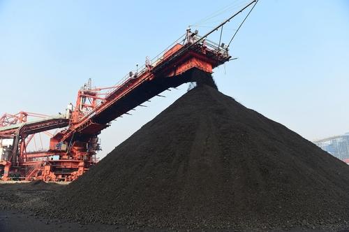 중국이 호주산 석탄을 하역 중인 장면 | 신화통신/연합뉴스